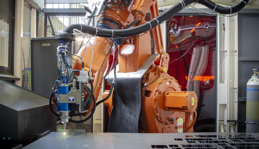 Robotické obráběcí a svářecí stroje